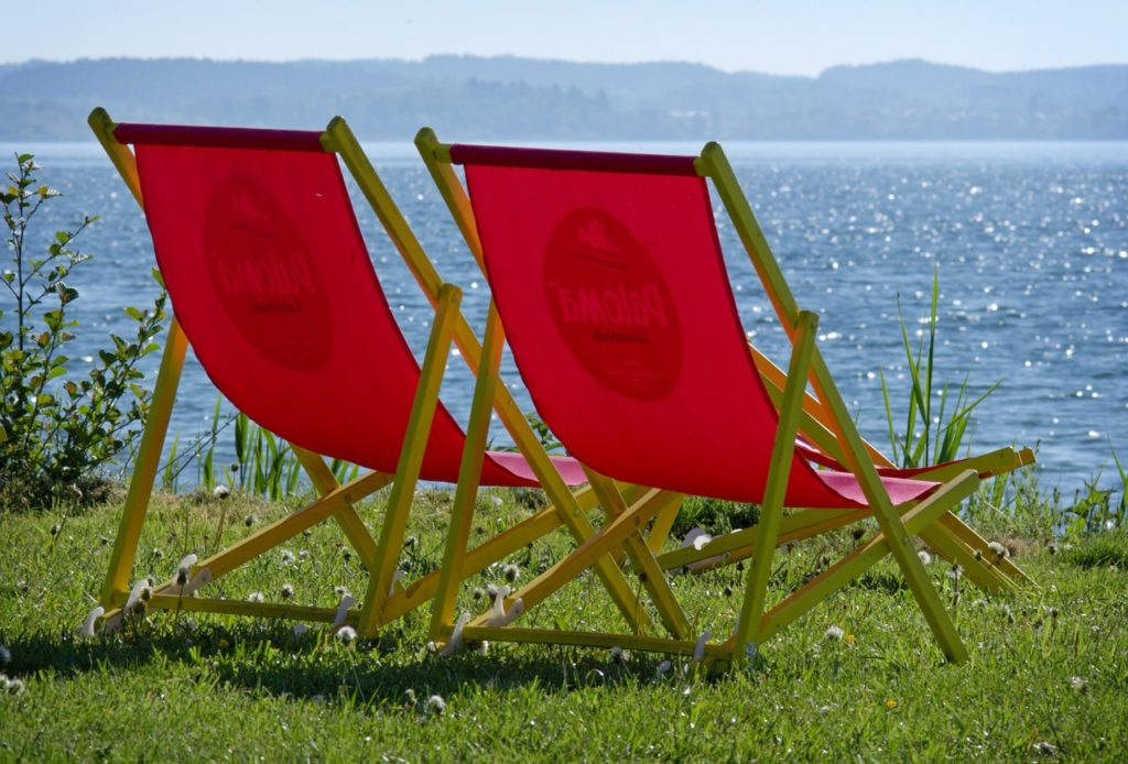 This image has an empty alt attribute; its file name is deck-chair-1387246_1280-1024x694.jpg